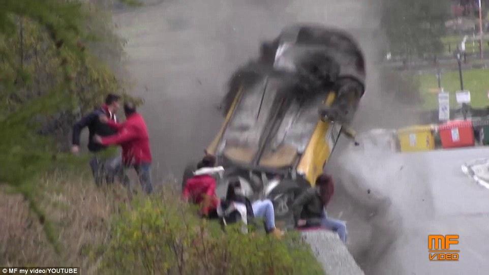Video Kecelakaan Mobil Rally di Italia 4