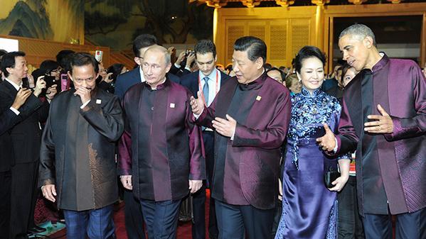 Barack Obama Akrab dengan Istri Presiden Tiongkok di APEC 2014