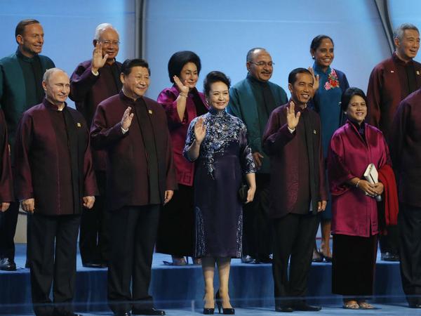 Kostum Film StarTrek Pemimpin Negara di APEC 2014