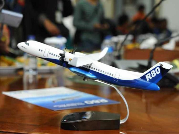 Pesawat R-80 BJ Habibie Bersama Ilham Habibie