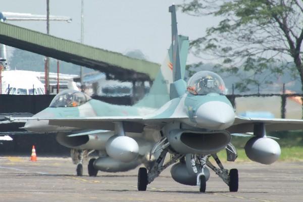 F-16 TNI AU - JejakTapakDotCom