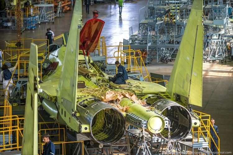 Foto Pabrik Jet Sukhoi Su-35 - 2
