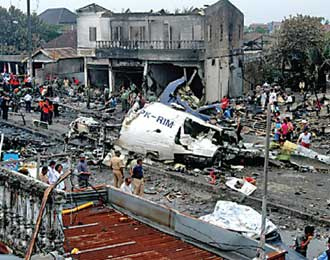 Kecelakaan Mandala Airlines di Medan yang Jatuh di Jalan Raya Selepas Take Off
