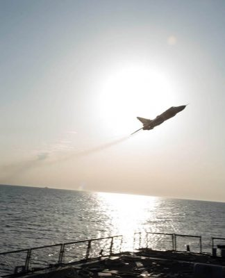 Su-24 Rusia Terbang Rendah Buzzing USS Donald Cook