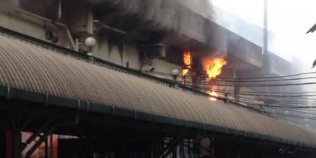 Hoka hoka bento stasiun gambir terbakar