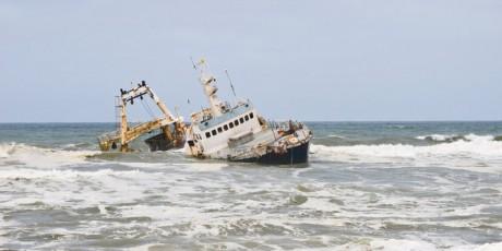 Ilustrasi: Menenggalamkan Kapal Pencuri Ikan