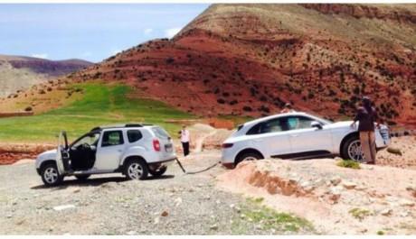 Porsche Macan Keok Terjebak di Dalam Pasir