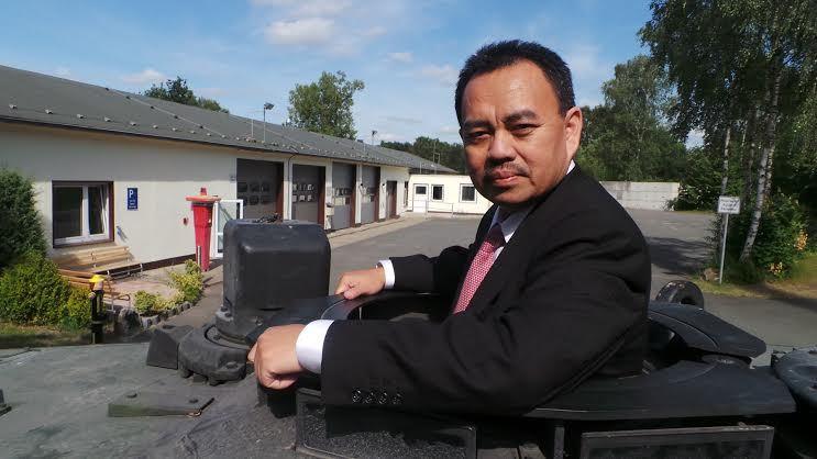 Dirut PT Pindad Sudirman Said Saat Menjajal Tank Leopard