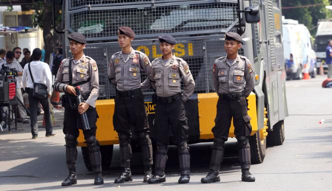 Pengamanan di Gedung KPU - Karyawan Pulang Lebih Awal