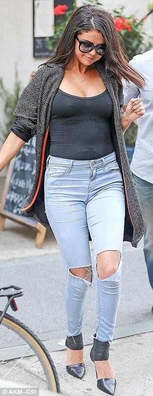 Selena Gomez Tanpa Bra 2