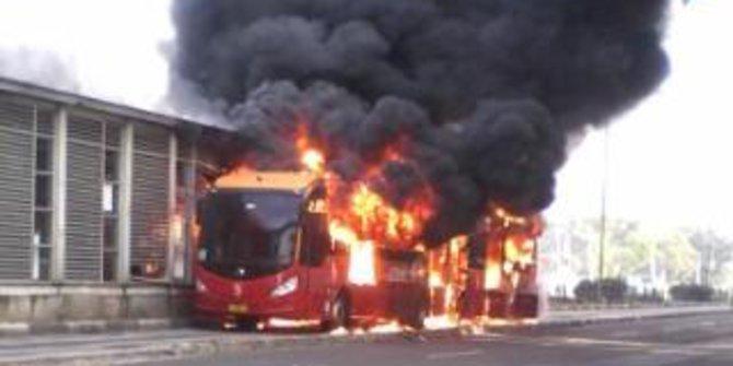 Bus Transjakarta Gandeng Terbakar
