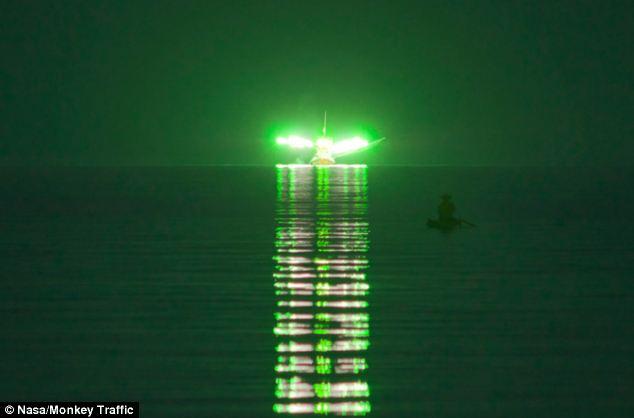 Cahaya Hijau Menyerupai pesawat Alien di Thailand