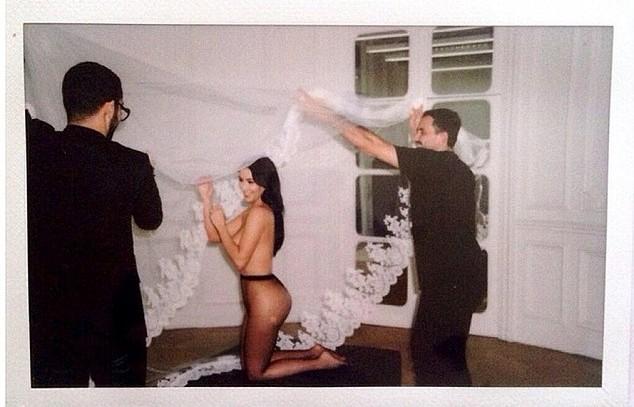Kim Kardashian Bugil