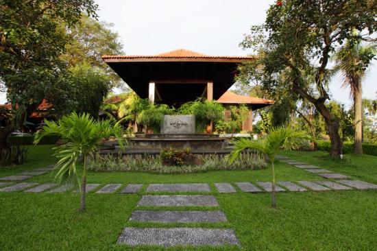 Hotel di Surabaya - Singgasana Hotel & Resorts