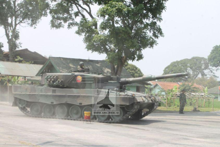 TNI Latihan Mengemudi Tank Leopard 2_4