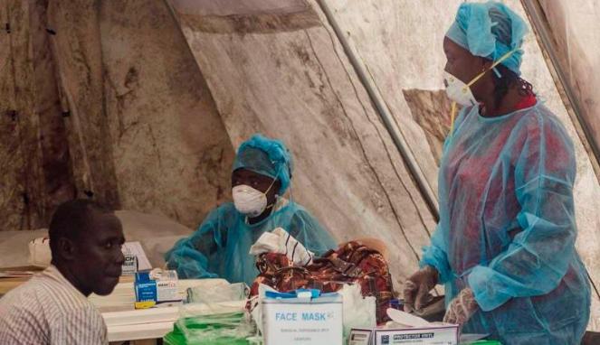 Petugas medis untuk menangani kasus wabah ebola di Sierra Leone, Afrika Barat.