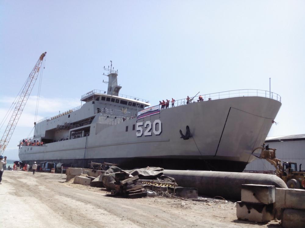 Insiden Peluncuran KRI Teluk Bintuni
