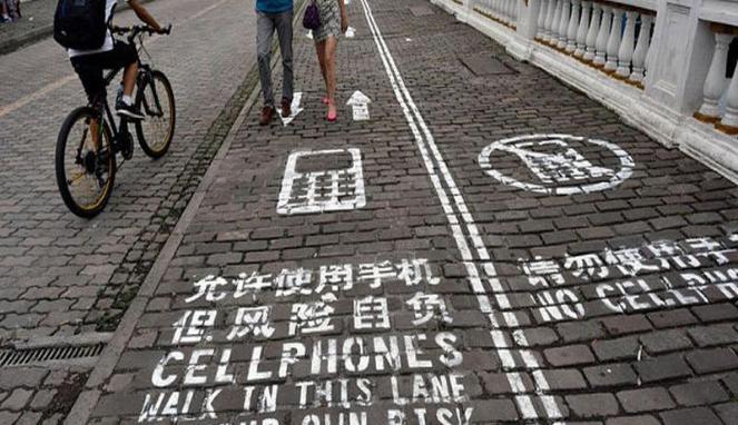 Jalan Khusus Pengguna Ponsel di China