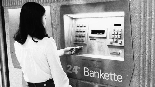 Mesin ATM Pertama