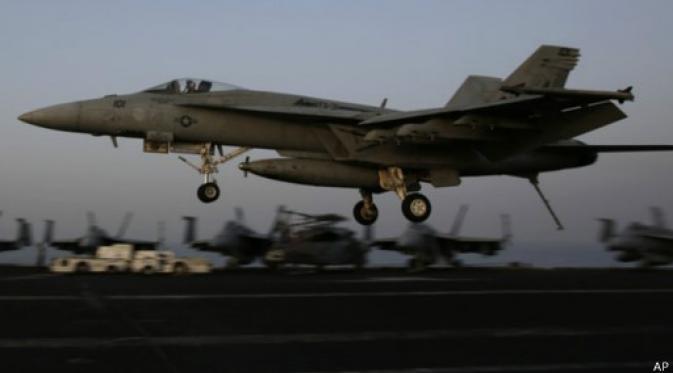 Serangan Udara AS ke ISIS di Suriah menggunakan jet tempur F/A 18 Hornet