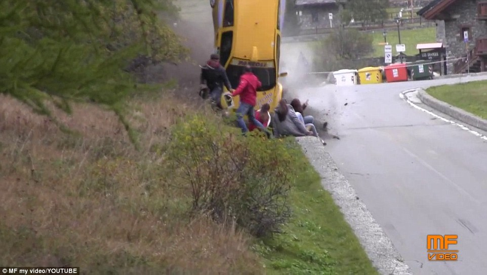Video Kecelakaan Mobil Rally di Italia 3