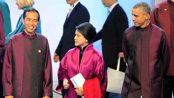 Barack Obama Melirik Istri Presiden Jokowi, Iriana