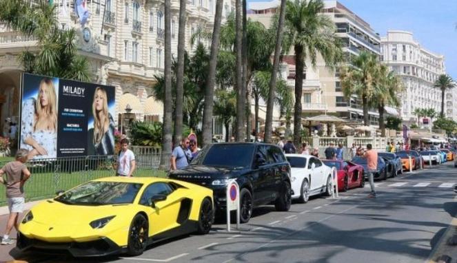 Orang Kaya Arab Pamer Mobil Mewah
