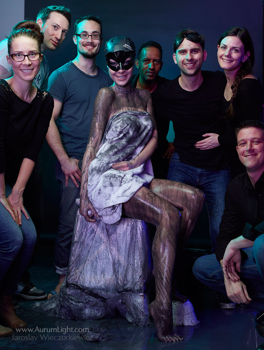 Kostum Seksi Superhero Untuk Kalender 2015 Saat Pemotretan