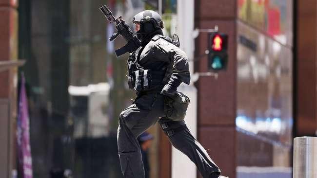 Penyanderaan di Sydney Terjadi di Sebuah Kafe dan Menyandera Sekitar 13 Orang Di Dalamnya