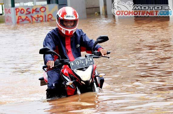 Pulsar 200ns melibas banjir