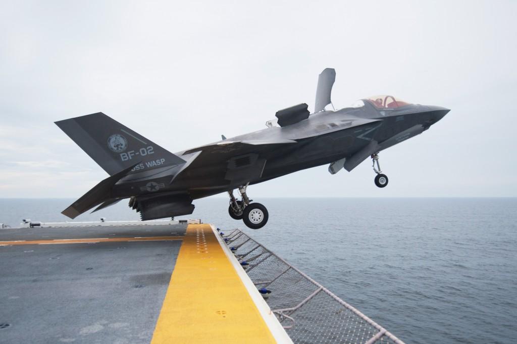 F-35 Short Take Off dari Kapal Induk