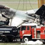 F-16 TNI AU Di Evakuasi Setelah Terbakar