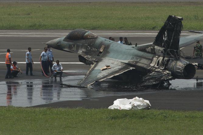 F-16 TNI AU Terbakar