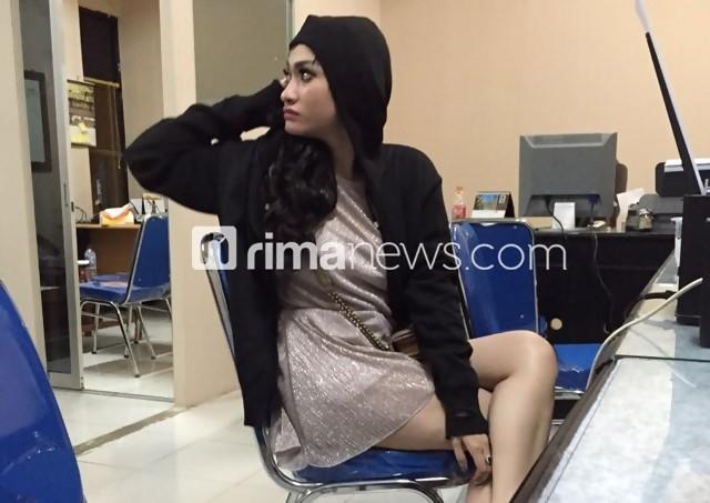 Amel Alvi Ditangkap Kepergok Bugil Melayani Pelanggan di Hotel - RimaNewsDotCom