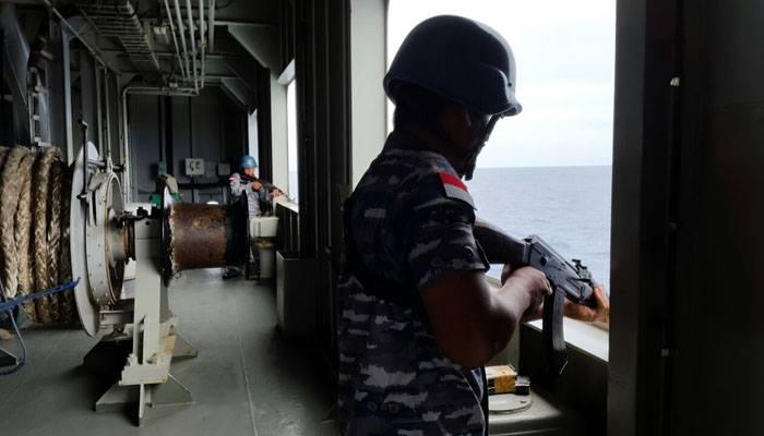 Pasukan Tentara Indonesia Bersiaga di Kapal KRI Banjarmasin Menghadapi Perompak Somalia