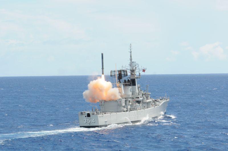 Peluncuran Rudal Yakhont di Frigat Class KRI Oswald Siahaan 354