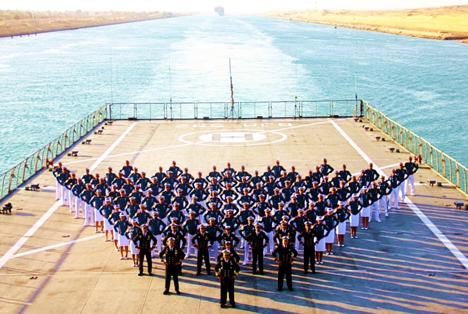 Personel KJK Foto di KRI Banjarmasin Saat Melintasi Terusan Suez - JurnalMaritimDOTcom