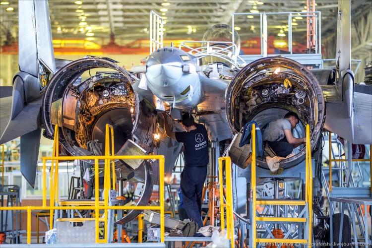 Foto Pabrik Jet Sukhoi Su-35 - 13