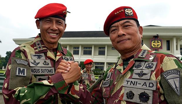 Panglima TNI Jenderal Moeldoko Mengenakan Seragam Kopassus