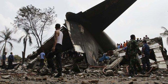 Puing Pesawat Hercules Jatuh di Medan