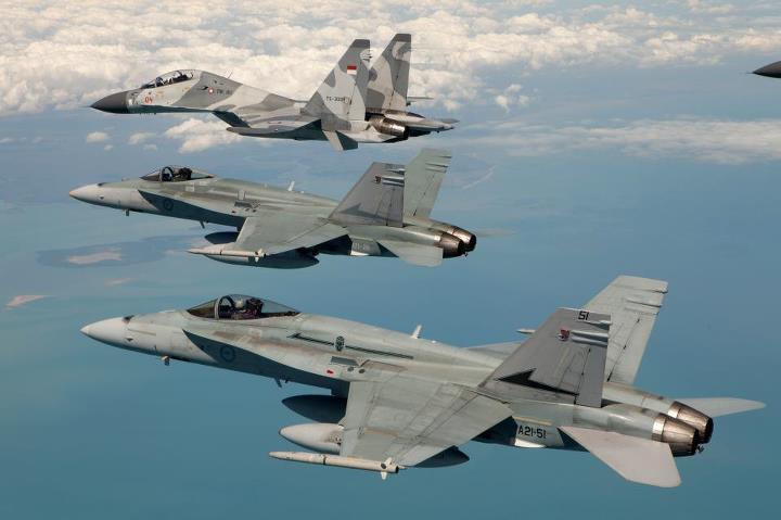 F-18 Australia dan Sukhoi Su-30MK2 TNI AU