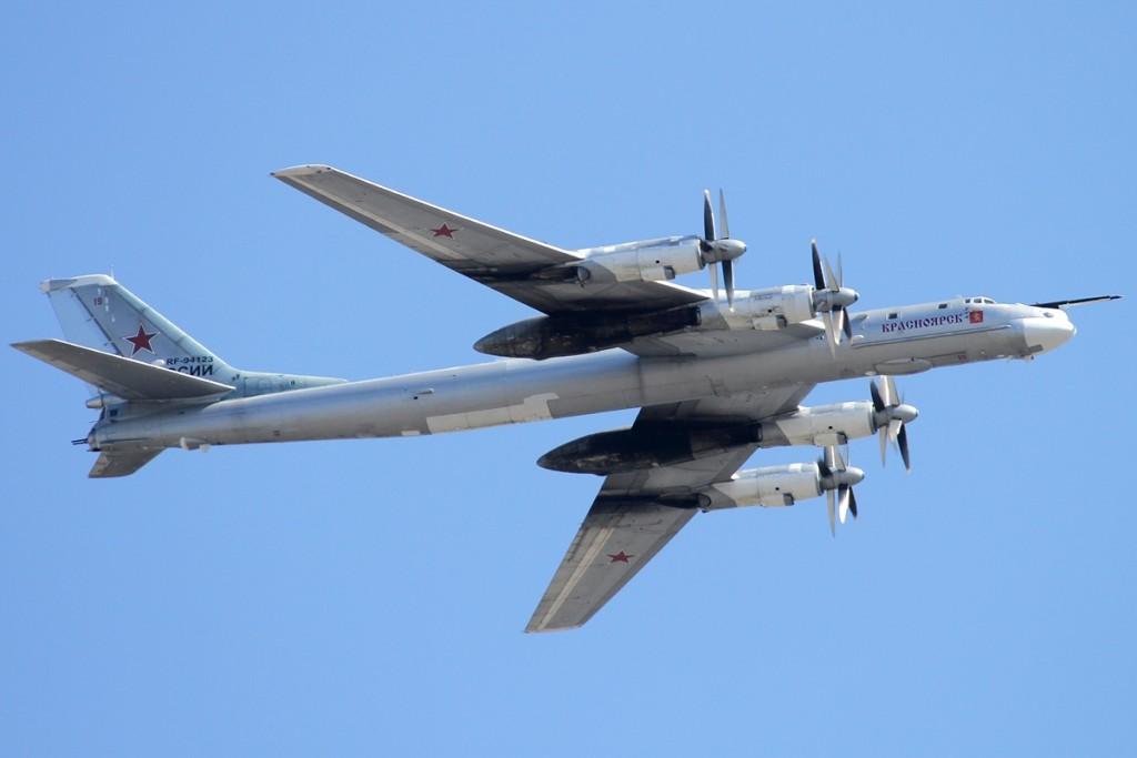 Pesawat Bomber Rusia Tu-95 Bear
