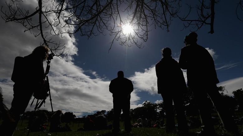 Cara Aman Melihat Gerhana Matahari Total