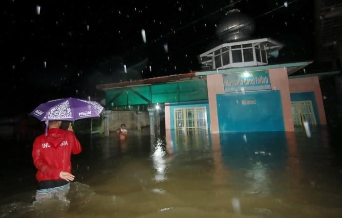Masjid di Garut Terendam Banjir - FB Indonesia ID Garut