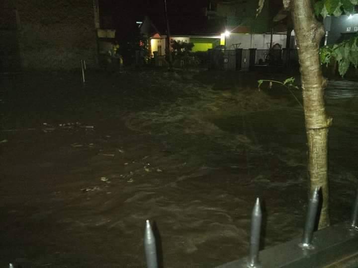 Sungai yang Sudah Tak Mampu Menampung Debit Air - FB Indonesia ID Garut