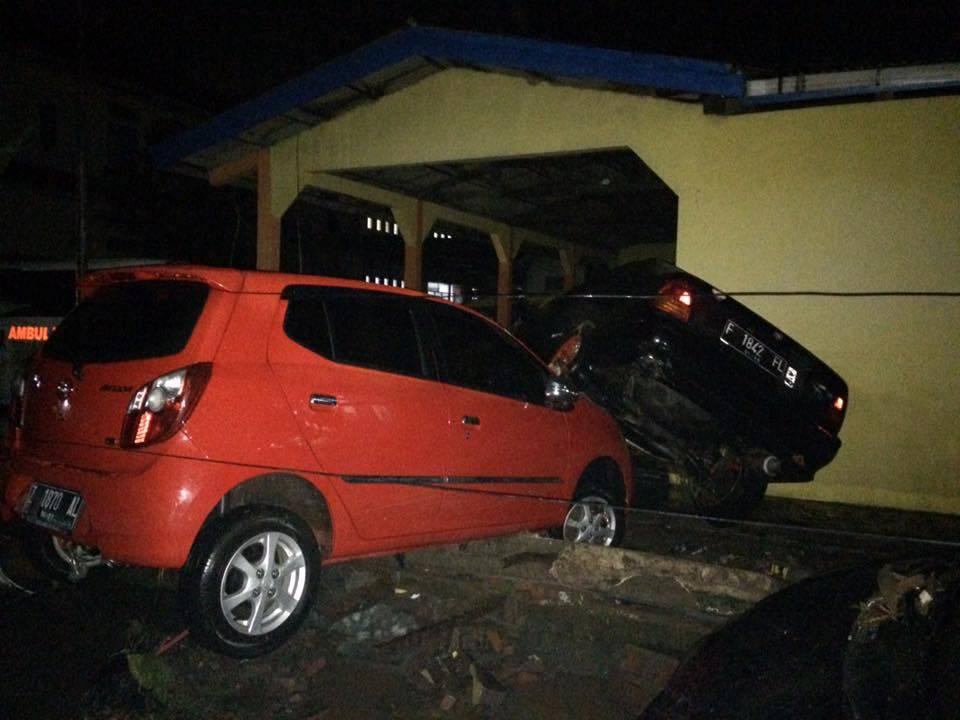 Banjir Bandang Juga Menerjang Kendaraan Hingga Porak-Poranda - FB Indonesia ID Garut