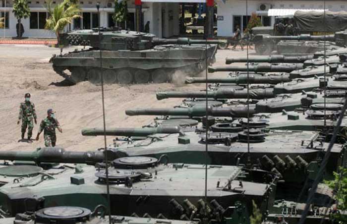 Barisan Tank Leopard 2RI yang akan Mengikuti Latihan Tempur TNI AD di Natuna - (Src: RiauPos.co)