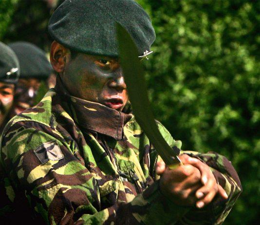 Pasukan Elit Gurkha dengan Senjata Khukri - (Src: Ibtimes.co.uk)