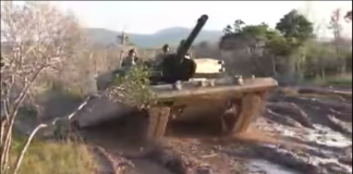 Tank Leopard 2RI Bermandi Lumur - Youtube Dispenad