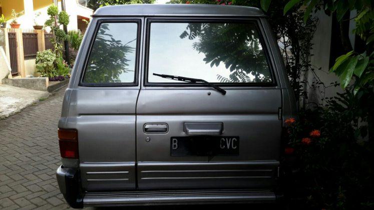Jual Isuzu Panther New Royale Plus 2.5 th 2000 lokasi Tangerang - Belakang